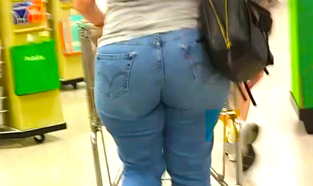 MILF Super PAWG shopping